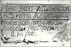 L'epigrafe della chiesa di sant'Angelo in Spatha su cui compare la scritta santa Corona