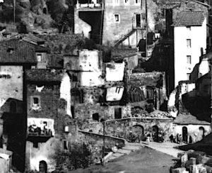 Via Castello e via Porta Piagge ridotte in macerie